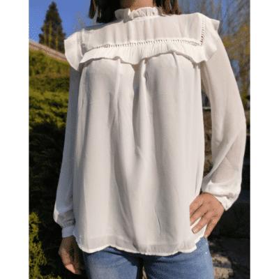 blouse blanche fluide détail volants col victorien
