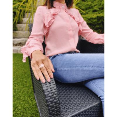 blouse busca rose portée de profil volants fluide et légère mode femme