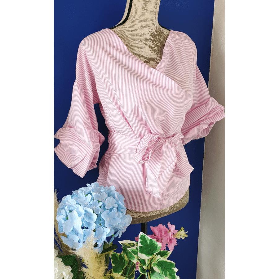 blouse rayée rose blanc avec sa ceinture manches ballon
